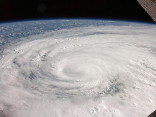 台風の大雨暴風が激しいのは中心より右側とは知らなかった